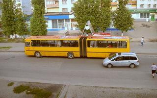Обгон автобуса на остановке в 2020 году — через сплошную, прерывистую