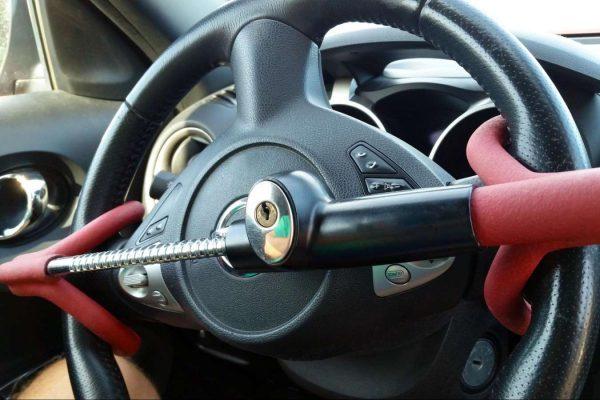 Механическая защита от угона автомобиля в 2020 году - на рулевой вал, на педали, отзывы