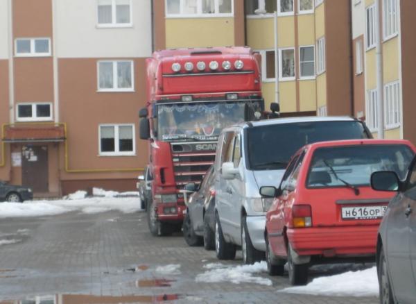 Парковка на тротуаре в 2020 году - эвакуация, во дворе дома, куда жаловаться