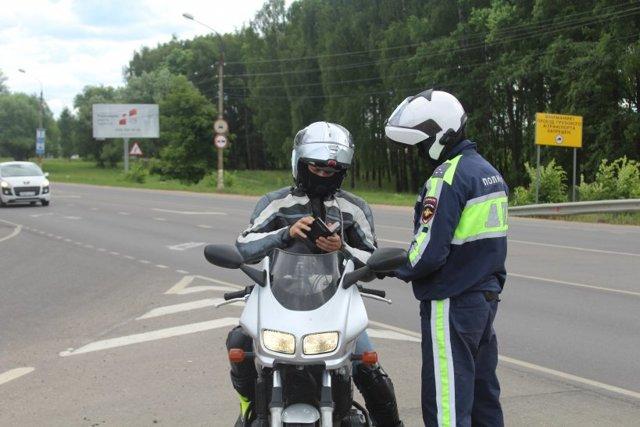 Штраф за езду без прав на мотоцикле в 2020 году - несовершеннолетнего,на авто