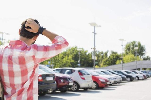 ДТП на парковке в 2020 году - кто виноват, что делать, страховой случай, как составить европротокол, при движении задним ходом, ответственность, вызвать участкового, ОСАГО