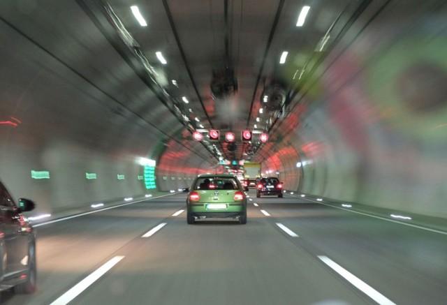 Обгон в 2020 году - с какой стороны разрешен, правила, в тоннеле