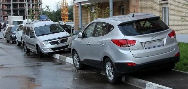 Штраф за парковку на тротуаре в 2020 - какой, во дворе, для юридических лиц, как обжаловать