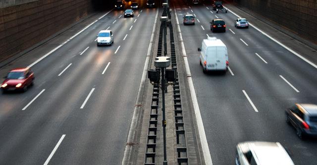 Дистанция между машинами по ПДД в 2020 году - в метрах, в городе, на трассах, на светофоре, в пробке, при остановке